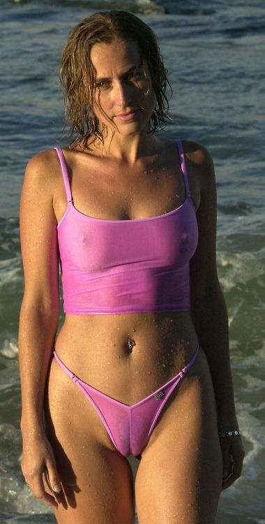 Latina bikini cameltoe
