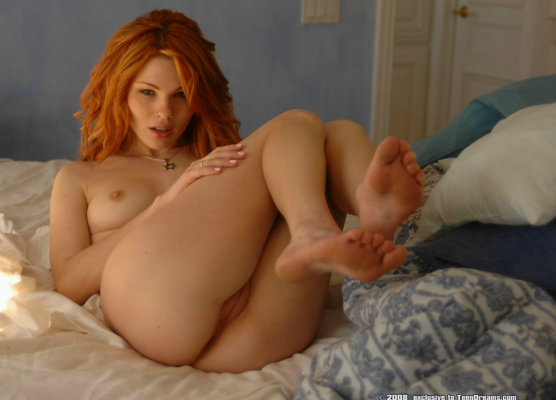 Long red hair milf nude ass