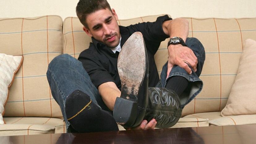 Гладят мужской носки гей
