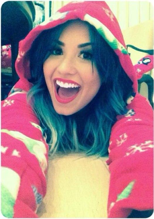 Demi Lovato Cozy Pod - Twist