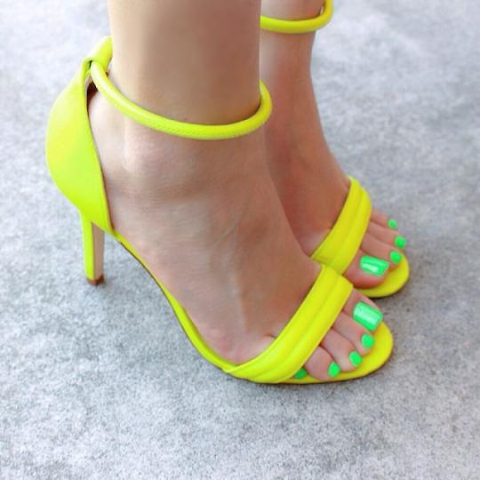 Erotic sexy long toenails — 15