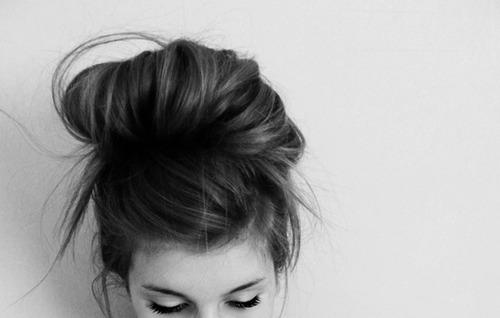 Resultado de imagem para menina tumblr preto e branco
