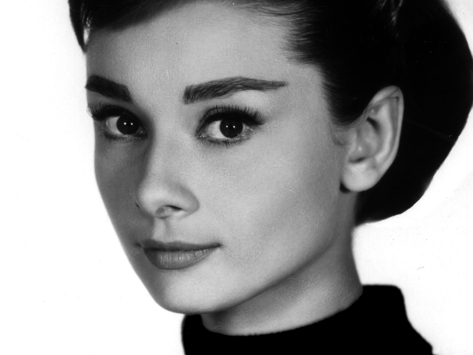 http://static.tumblr.com/378dd41e3f6e2f5fb43746bf42b69ab5/6qxz5a3/nuimltrkd/tumblr_static_audrey-hepburn-actors-photo-hd-desktop.jpg