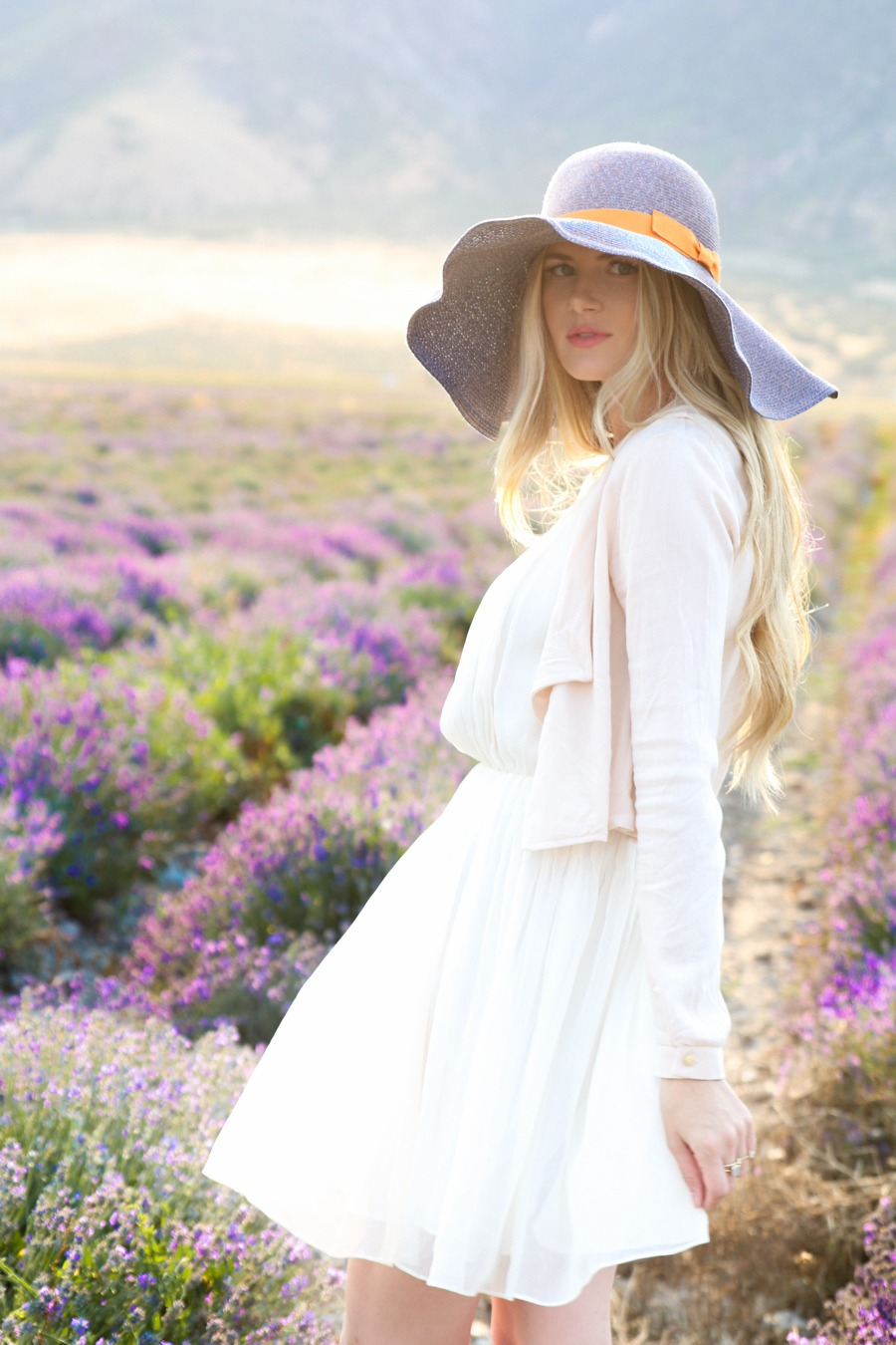 The hat on pinterest floppy hats hats and fedora hats for Barefoot blonde