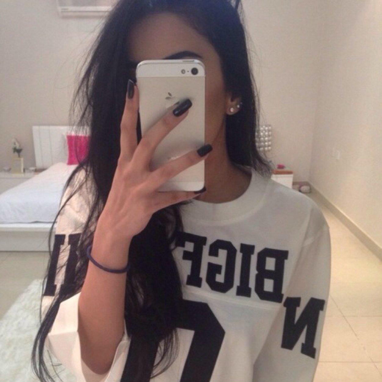 Фото девушки в зеркале без лица с айфоном 6