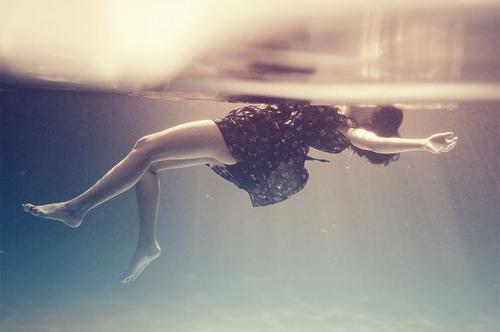 tumblr_static_depressed-girl-sad-water-favim.com-119053