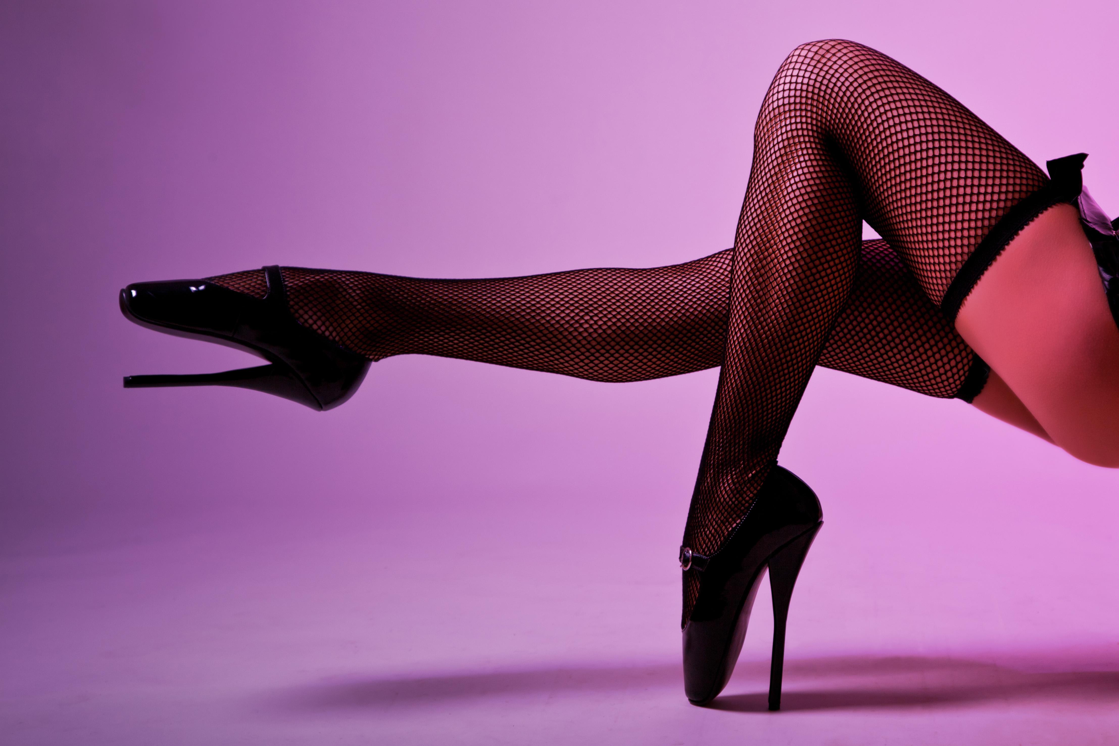 Самые красивые женские ножки в чулках и туфлях 9 фотография