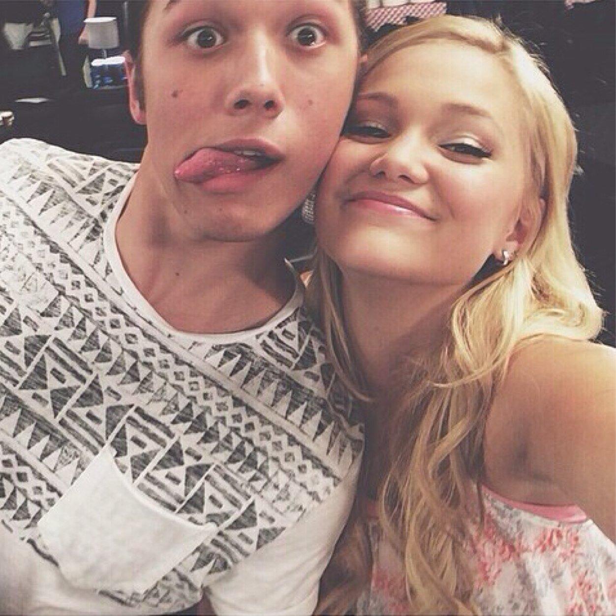 Лео ховард и его девушка фото