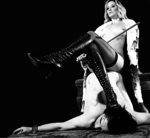 фото прекрасной госпожи с рабом