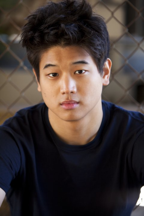 Ki Hong Lee earned a  million dollar salary - leaving the net worth at 4 million in 2018