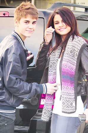 selena gomez gif. Bieber Selena Gomez Gif