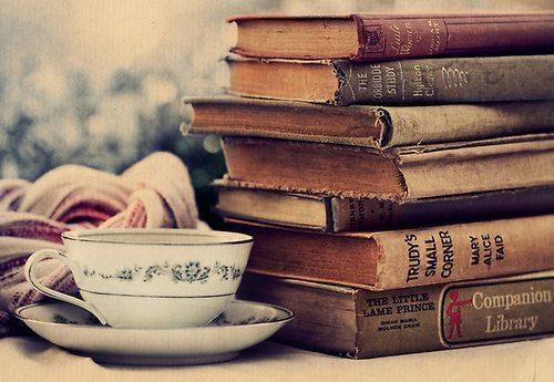 Resultado de imagem para books tumblr