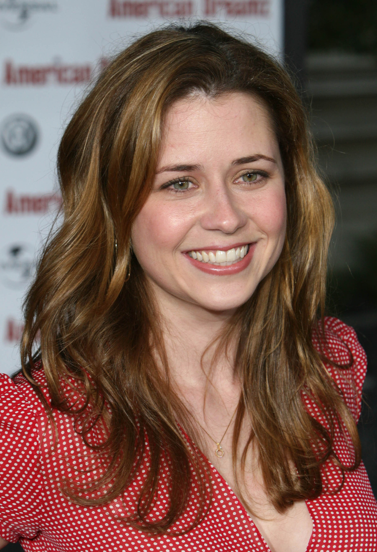 Jenna Fischer earned a unknown million dollar salary - leaving the net worth at 15 million in 2018