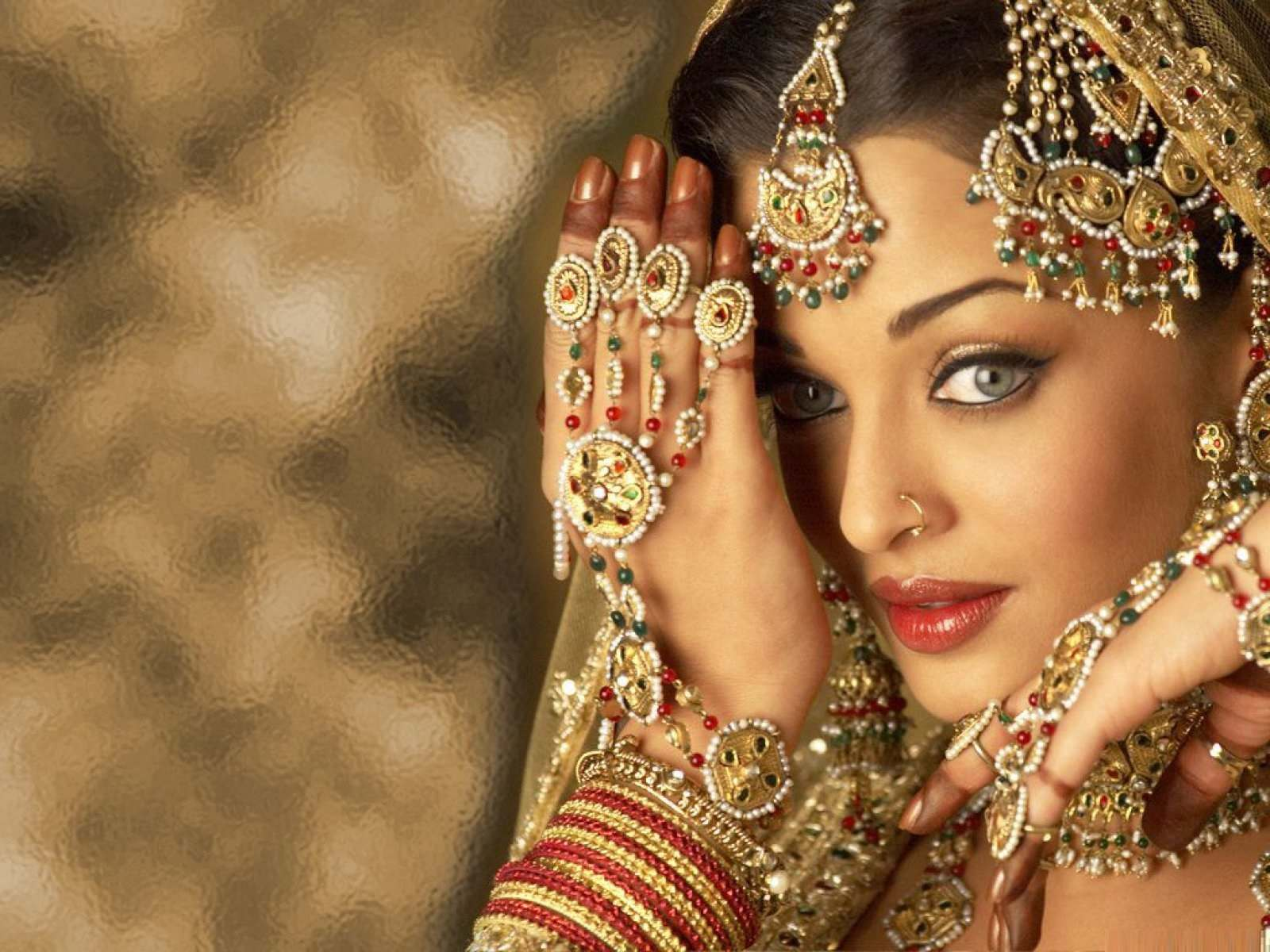 the bachchan bahu — aishwarya rai bachchan in karela at the kalyan