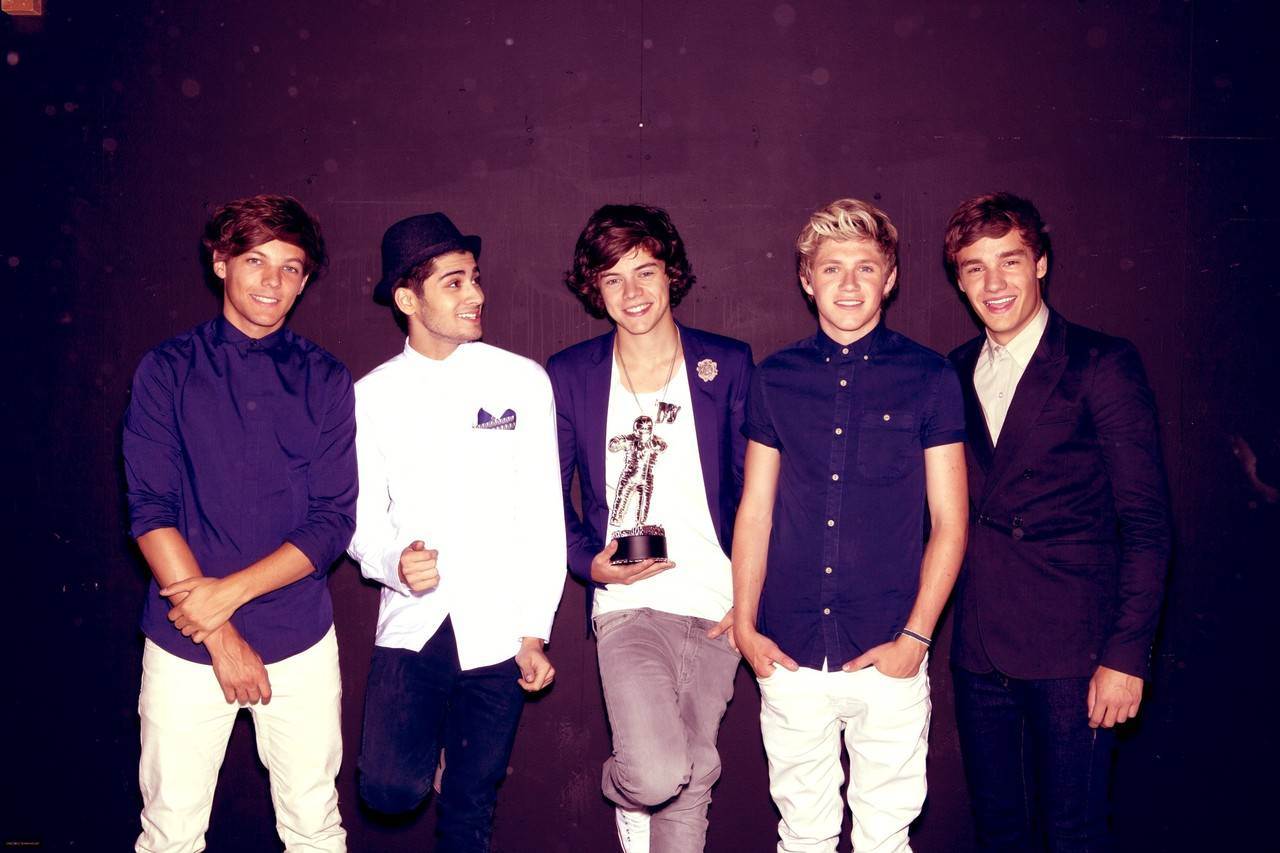 One Direction - Pagina 2 Tumblr_static_one-direction-desktop-background-tumblr