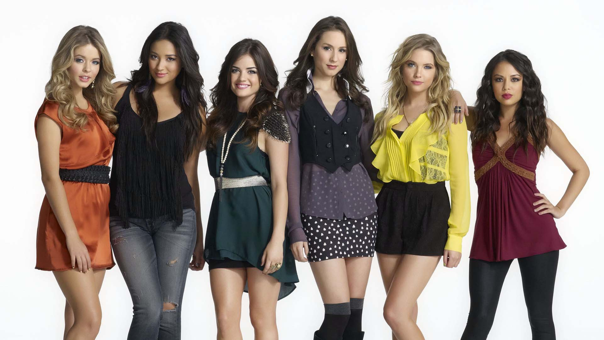 Are any of the pretty little liars cast dating