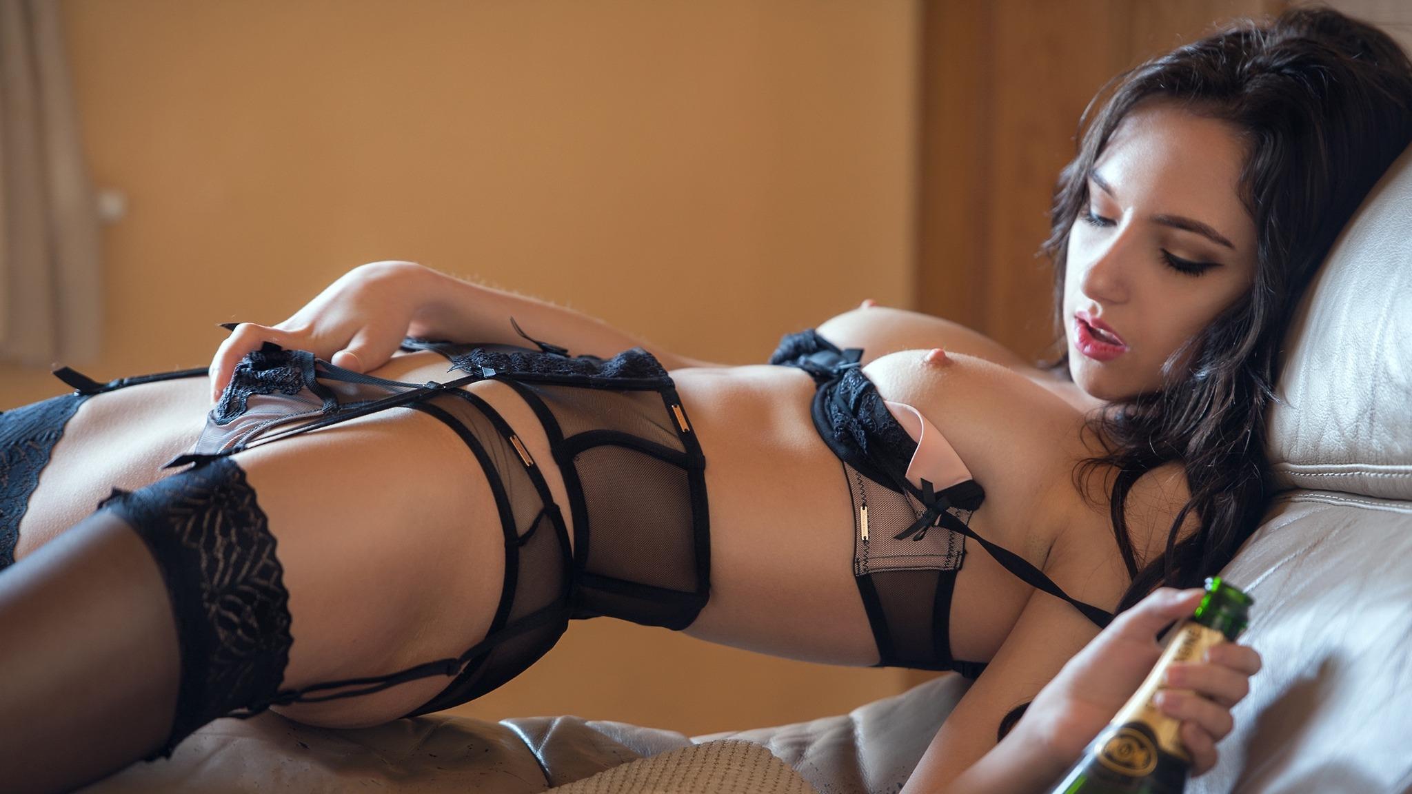 krasivie-zhenshini-foto-oboi-erotika