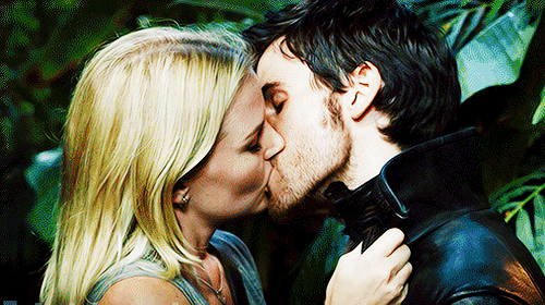 'Once Upon a Time' Romance Rundown: Is True Love's Kiss Coming in the Season 4 Finale?!