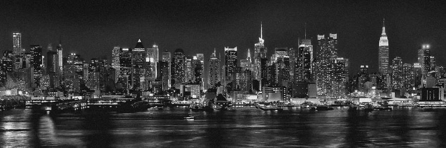 new-york-city-nyc-skyline-midtown-manhattan-at-night-black-and-white    New York Skyline At Night Black And White