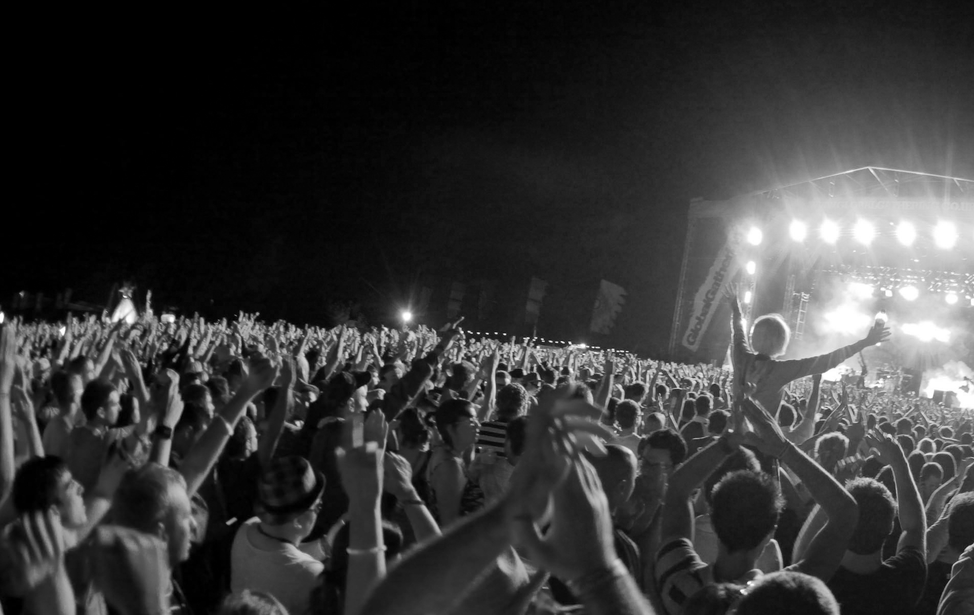 No m nimo intrigante - Concert crowd wallpaper ...