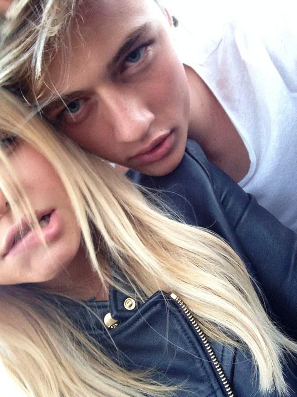 fotografii-blondinok-s-parnyami
