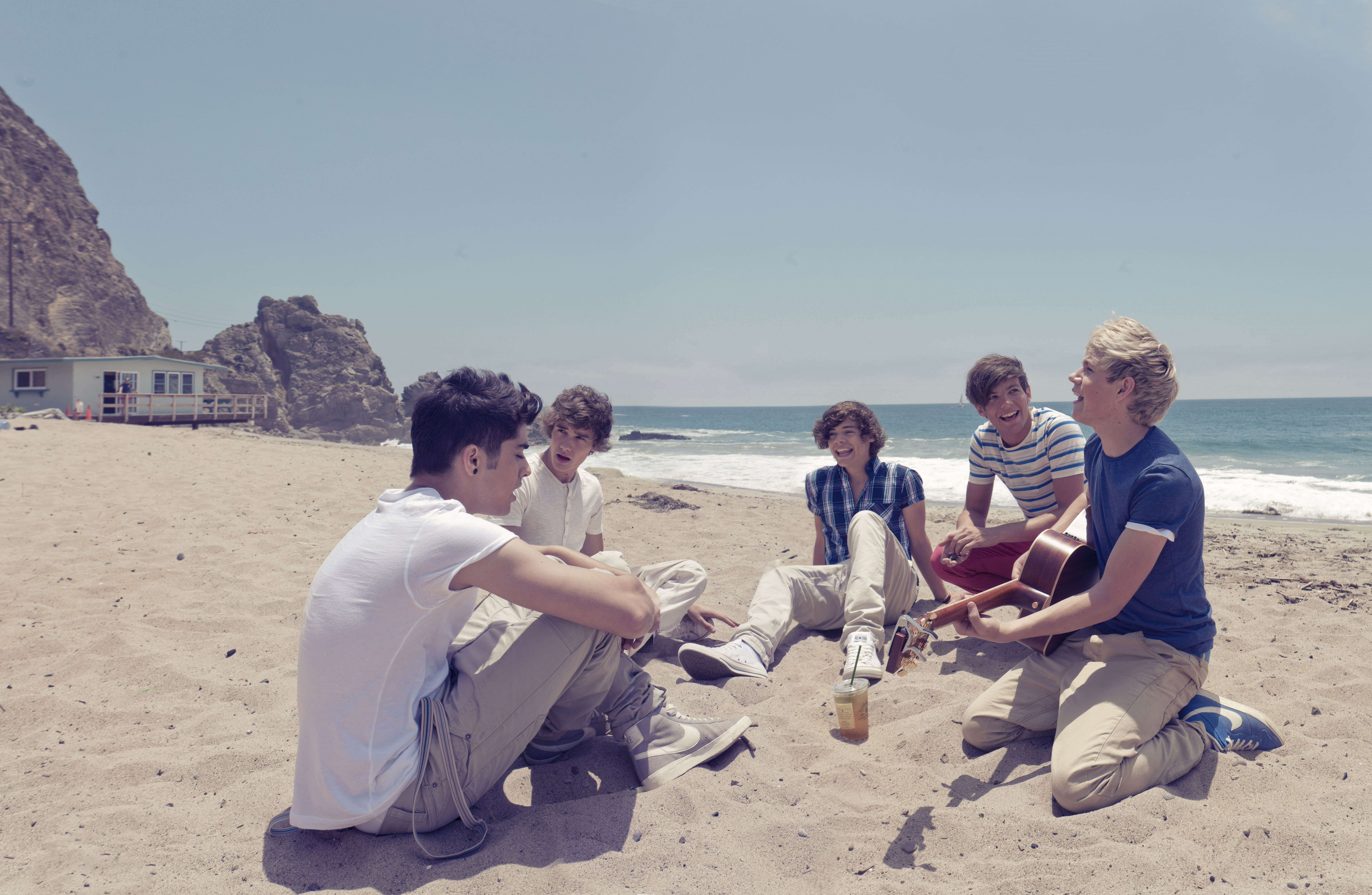 wait zayn is actually a bradford bad boy i promiseOne Direction At The Beach Tumblr
