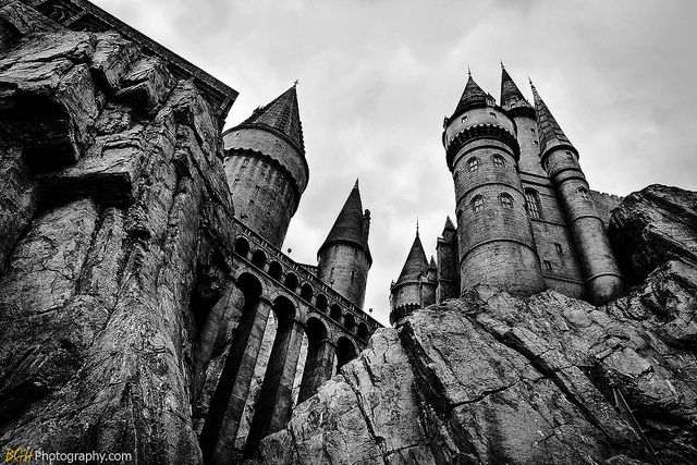 Black And White Hogwarts Images & Pictures - Becuo