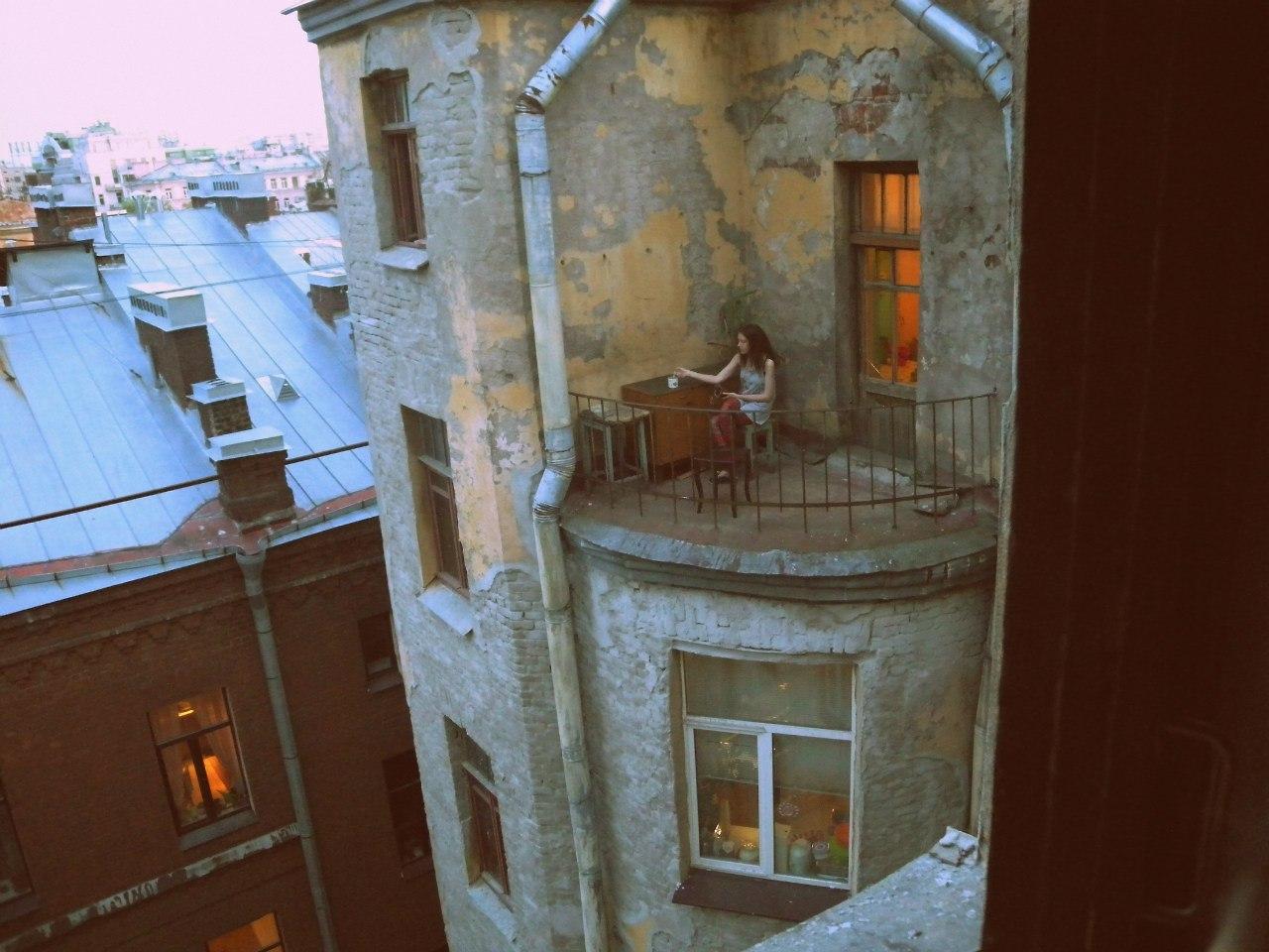 И как бросить курить, имея такой балкон?.