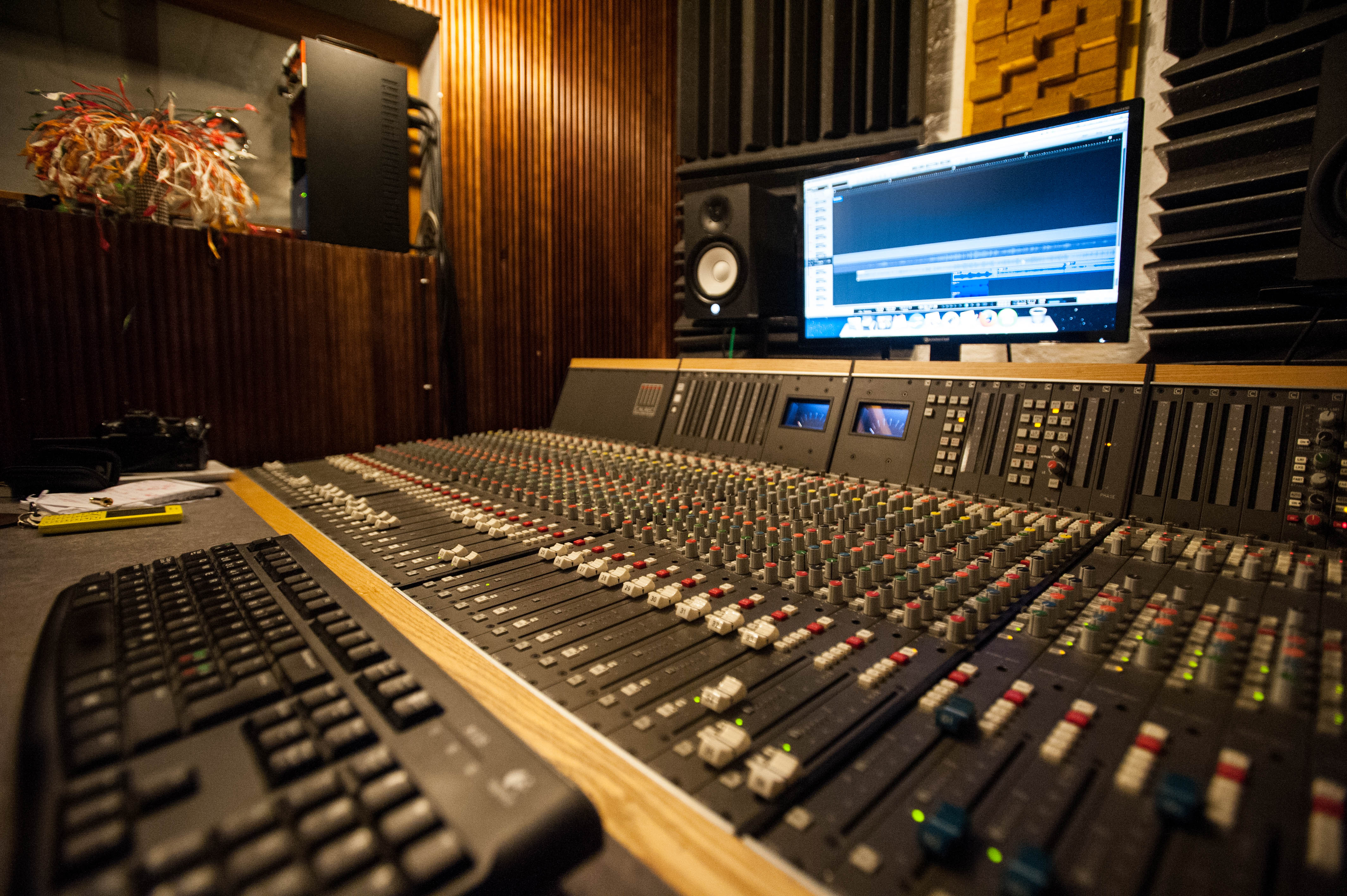 CHAPTER 1: The 9 Home Recording Studio Essentials for Beginners