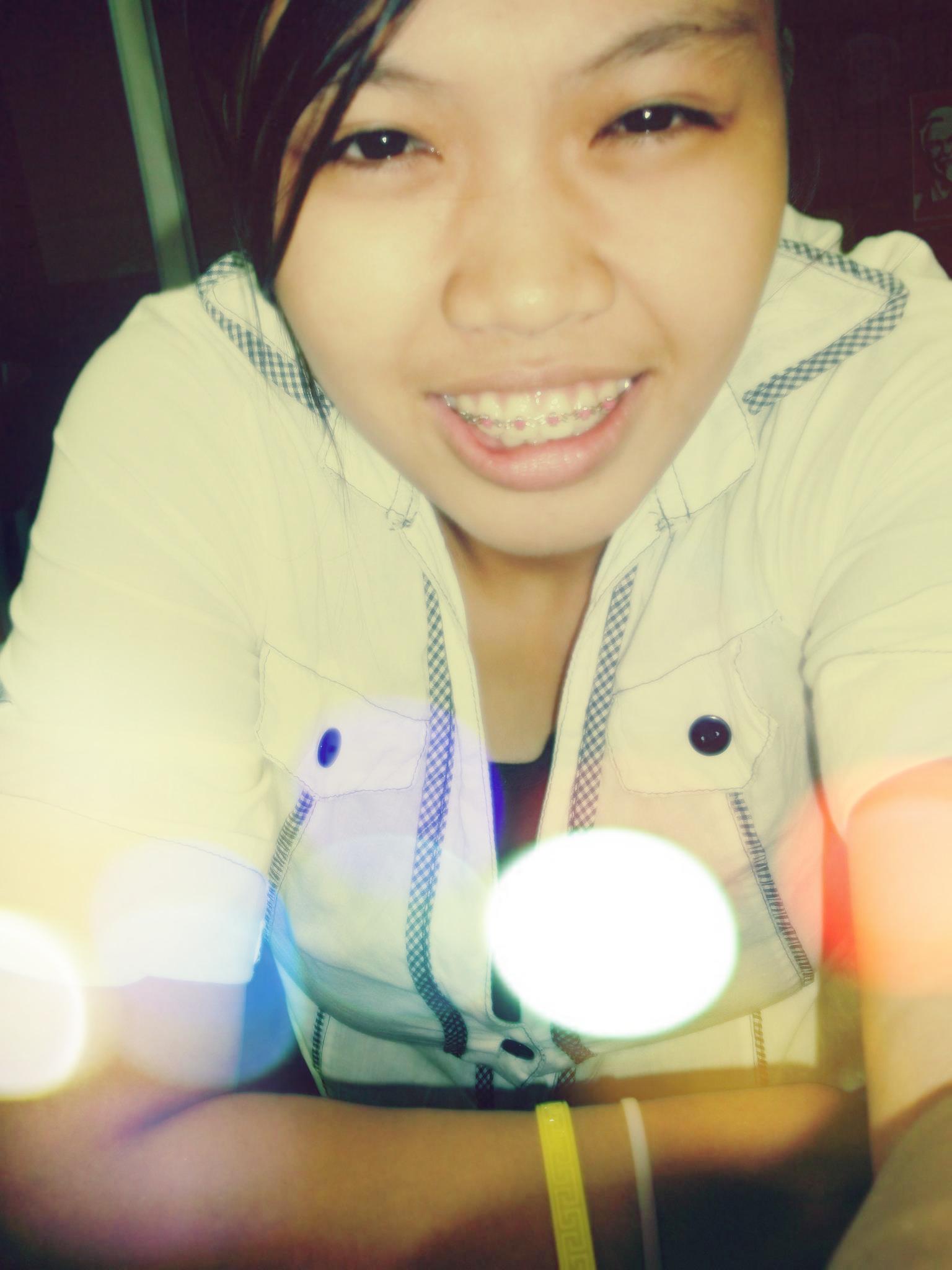 hi hello . haha! im michelle :')) xheL for short ^__^ 19yrs old :))