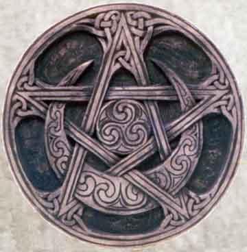 Pentacle, lune et triskel et entrelats celtiques