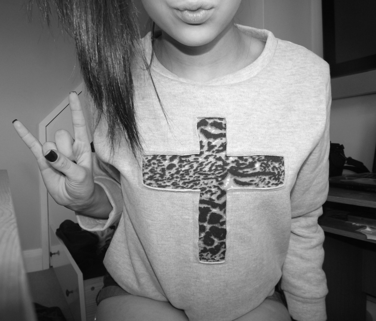 tumblr static black-black-and-white-cross-girl-hair-favim com-245285    Black And White Tumblr Pictures Of People