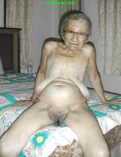 Фото голая бабушка с сдутыми сиськами 23696 фотография