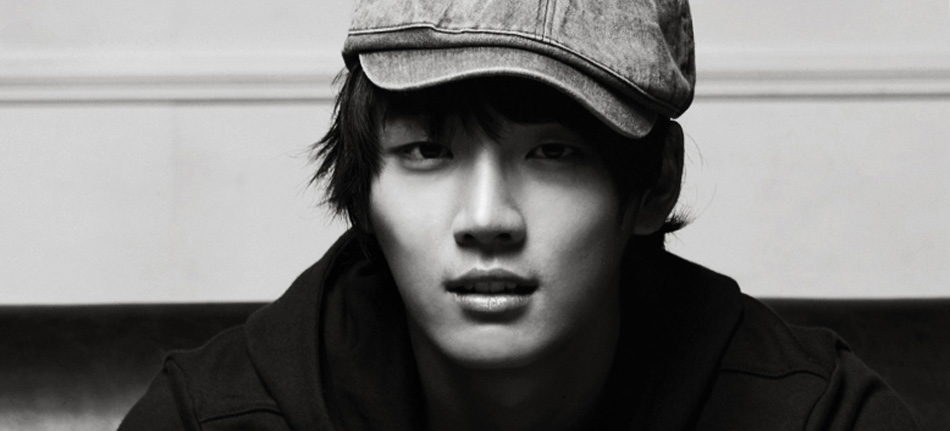 If anyone is interested to help out by submiting pictures of Yoon Si Yoon,