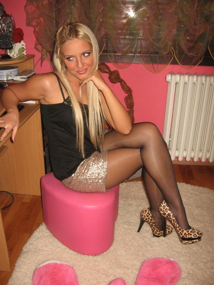 Real pantyhose girls