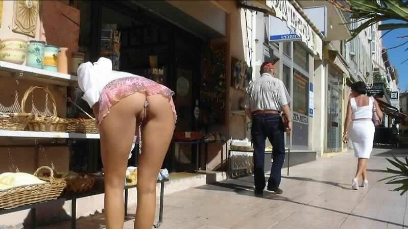 С пробкой в попе по улице фото 26311 фотография