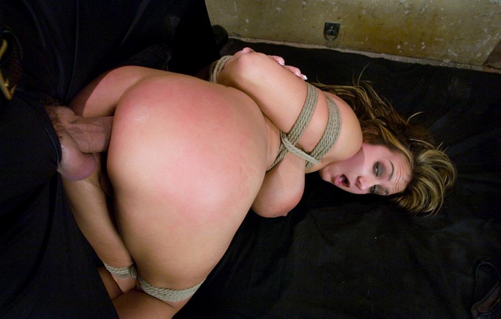 Смотреть порно даму затащили в подвал