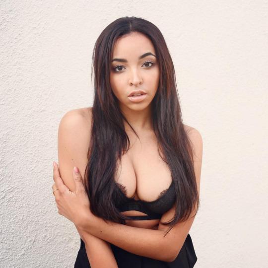Tinashe boobs