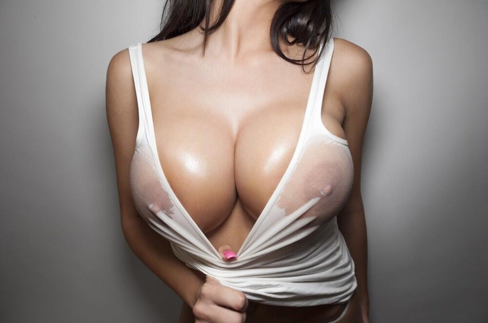 Big boobs and wet t shirt