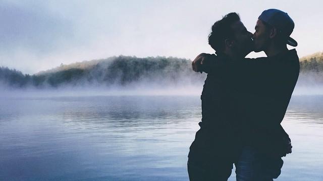 Resultado de imagen de boys kissing tumblr