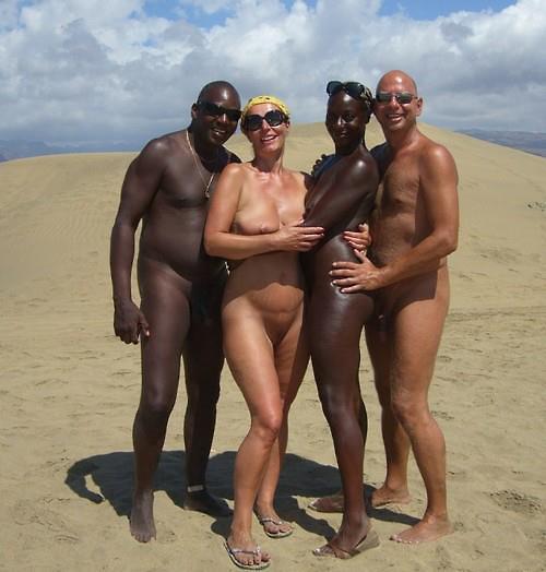 фото семейные с друзьями голыми на отдыхе