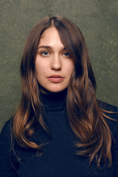 Lola Kirke earned a  million dollar salary, leaving the net worth at 3 million in 2017