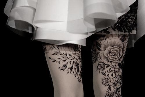 Námestie                     - Stránka 7 Black-and-white-dress-girl-rose-tattoo-favim.com-328662