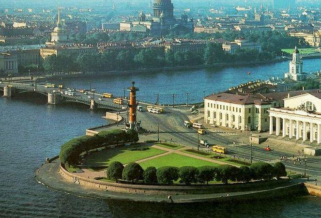 Я родилась и живу в городе Санкт-Петербург.  Очень люблю наш город и...
