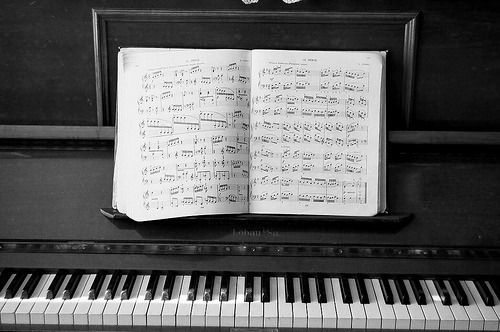 This blog is a side blog i like to have for my obsession with pianos