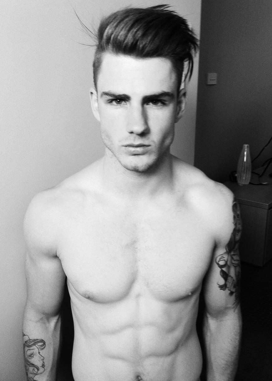 Татуировки у накаченных парней 30 фотография