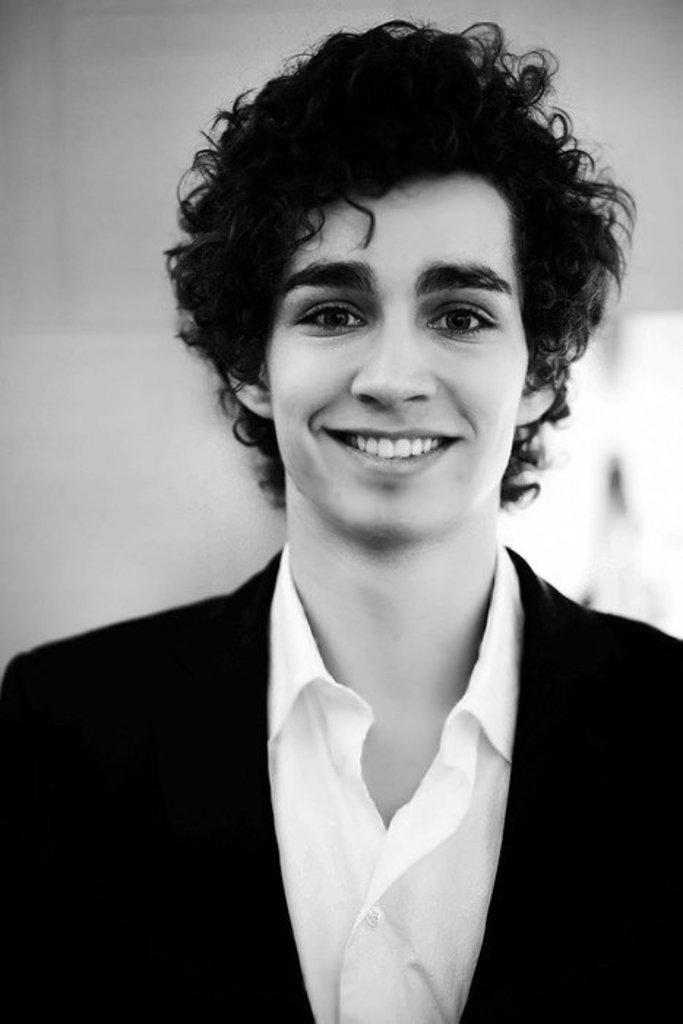 Robert Sheehan - Picture Gallery